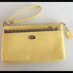 ✨COACH✨ Yellow and Brown Wristlet